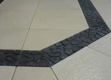 Limestone with Bluestone peb border